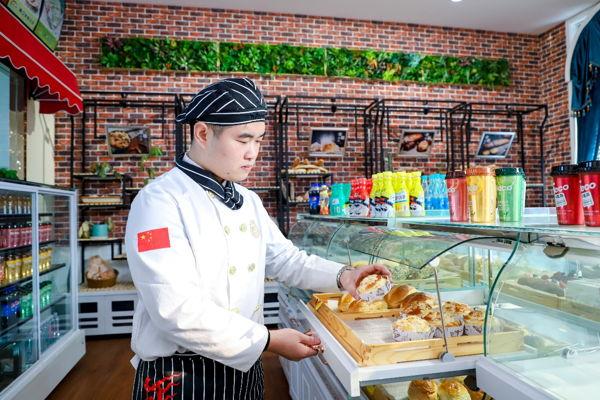 【新生故事】刘龙:做过门窗生意,最终坚持做自己喜欢的事,义无反顾!