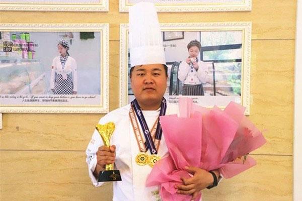<b>【师说之金牌之旅】恭贺山东新东方西餐大师――陈振云老师喜摘金牌</b>