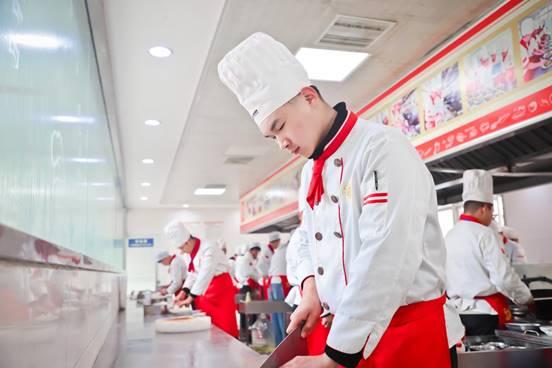<b>【学子风采】李伟庆:退伍不退志,心怀大厨梦想,努力成就精彩人生!</b>